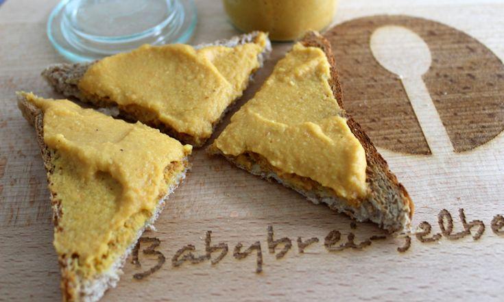 Linsen sind sehr gesund, sie enthalten pflanzliches Eiweiß und B-Vitamine. Durch die Karotte enthält der Brotaufstrich auch gleich noch etwas Gemüse.