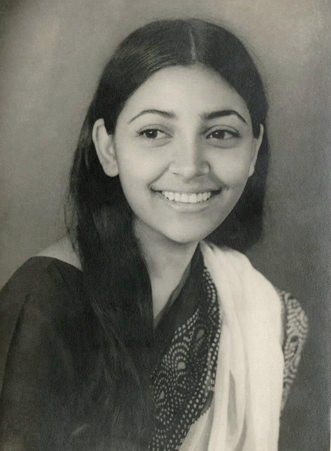 For the best part of the eighties, Deepti Naval was the face of alternate cinema, along with the likes of Shabana Azmi, Smita Patil, Naseeruddin Shah & Om Puri. One of the most talented actresses of all times Deepti Naval has mesmerized many with her exceptional acting skills.