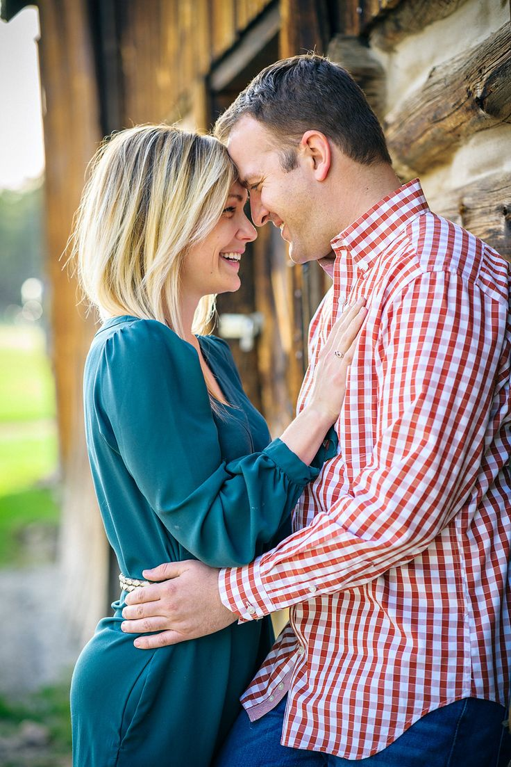 colorado engagement photos with a big brown barn in Evergreen, Colorado!