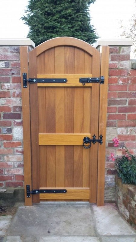 Hardwood side entry gate for more secure home fence idea for Outdoor garden doors