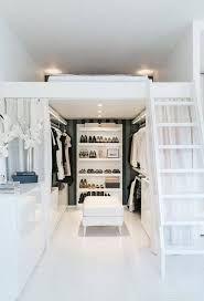 Resultado de imagem para closet simples com cama em cima