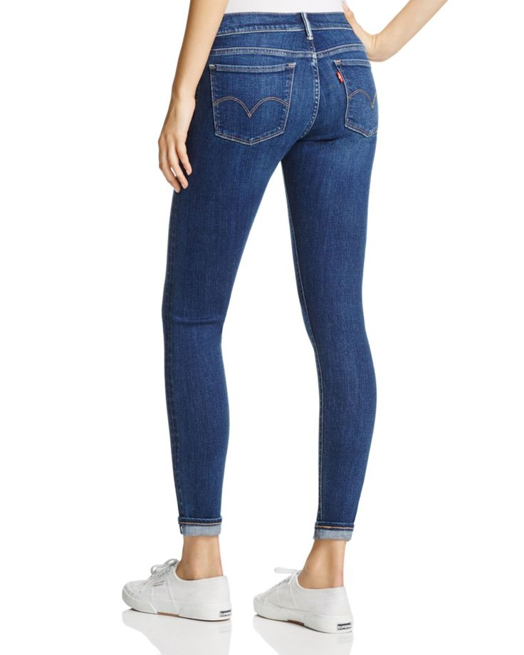 As slim and skinny as they come, the 710 jeans from Levi's boast a medium blue wash that goes with just about everything in your weekend wardrobe.   Cotton/lyocell/elastomultiester/elastane   Machine