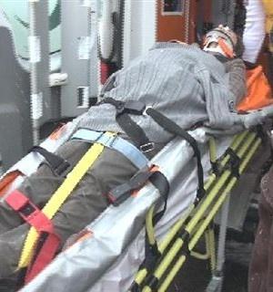 Maltepe Zümrütevler Mahallesi Güney Sokak'ta saat 13:00 sularında buzlu yolda yürürken kayıp düşen hamile kadın kafasını buzlu betona çarptı. Ölümden dönen kadın ambulansla Kartal Dr. Lütfi Kırdar Eğitim ve Araştırma Hastanesine kaldırdı. 30 yaşındaki Ayfer Tekin 8...      Kaynak: http://www.kartal24.com/2012/12/page/11/#ixzz2IXU8evXU