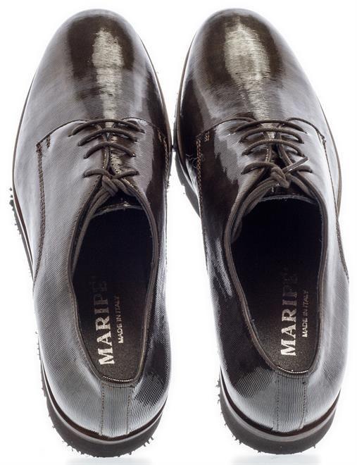 MARIPÉ | Dance the night away op deze mooi glimmende schoentjes. Een beetje extra glam bij je outfit kan nooit kwaad toch? Shop ze nu!  #Maripé #veterschoenen #brogues #glimmend #glimmen #glamour