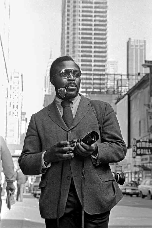 Mr. Charles, the first black photographer to be hired by The New York Times, took pictures of Malcolm X, Coretta Scott King and Muhammad Ali.