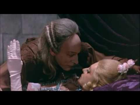 """""""Casanova"""" (1976). Dir. Federico Fellini. Basada en """"Histoire de ma vie"""" de Giacomo Casanova (1725-1798). Puedes encontrar el libro en http://absysnet.bbtk.ull.es/cgi-bin/abnetopac?TITN=137029 Para ver la película completa, haz clic en https://www.youtube.com/watch?v=SRdxZxZGJqI"""