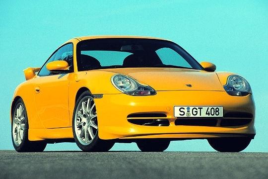 Avec la génération 996, lappellation RS est remplacée par GT3. Allégée et rabaissée, cette 911 de course à peine civilisée est équipée dun 3.6 l poussé à 360 chevaux. Sa production est limitée à environ 2500exemplaires. 2003 voit naître la GT3 RS (seulement 200exemplaires commercialisés) forte de 381chevaux.