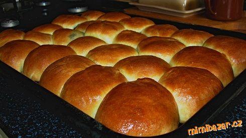 Makove buchty                                      Všechny suroviny dáme do pekárny  na těsto..po vykynutí rozdělíme na 24 ks  naplníme  a pečeme na 17...