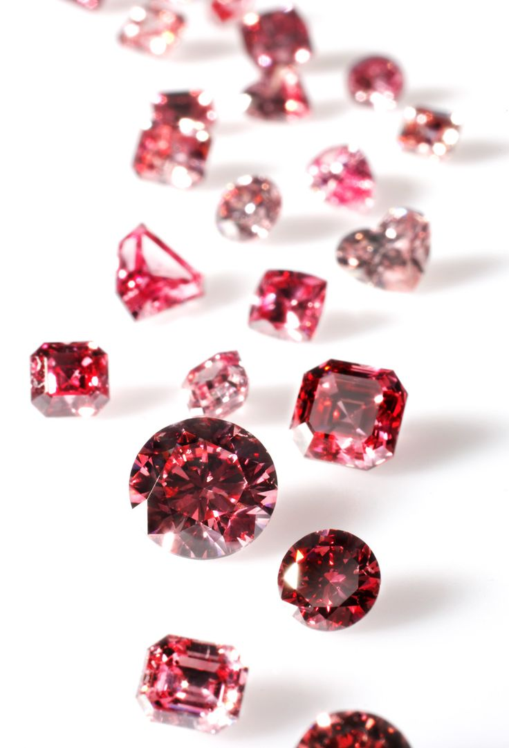Some stunning loose Argyle Pink Diamonds before they are set into Calleija creations.
