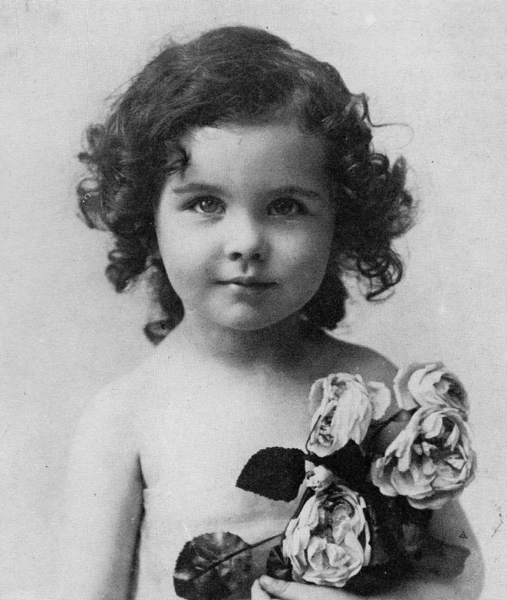"""VIVIEN LEIGH, as a child. She was born in Darjeeling, India. Leigh is best remembered for her performances as Scarlett O'Hara in """"Gone With the Wind"""" (1939) and Blanche DuBois in """"A Streetcar Named Desire"""" (1951)."""