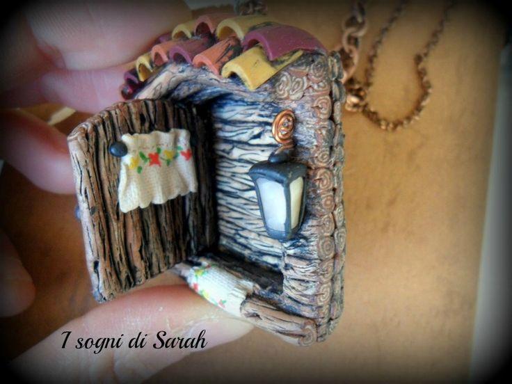 country door,pendant in polymer clay. ciondolo porta country, la porta si apreee!!!!! interamente realizzato in pasta polimerica