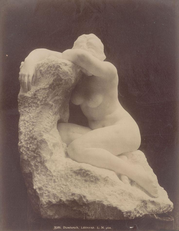 """Отчаяние.  Мраморная скульптура Агатоном Леонар, Париж 1897."