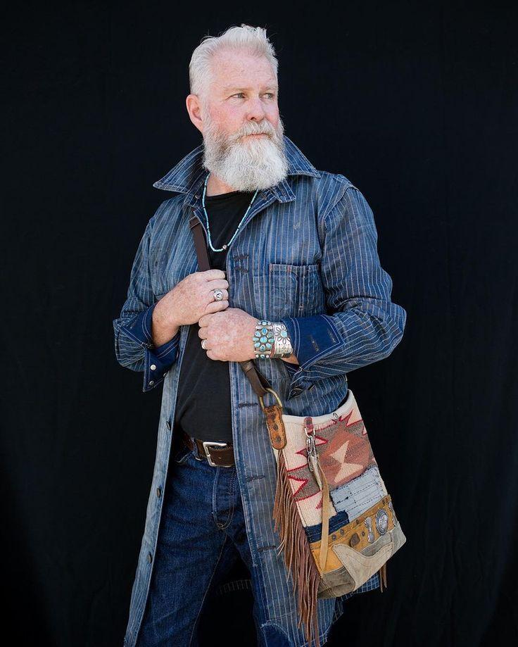 Gotta Love a man who carries a bag!  @bkingwilson
