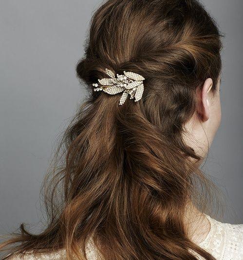 Coiffure de mariage les headband bijoux de Jennifer Behr http://www.vogue.fr/mariage/beaute/diaporama/coiffure-de-mariage-les-headband-bijoux-de-jennifer-behr/25482#coiffure-de-mariage-les-headband-bijoux-de-jennifer-behr-7