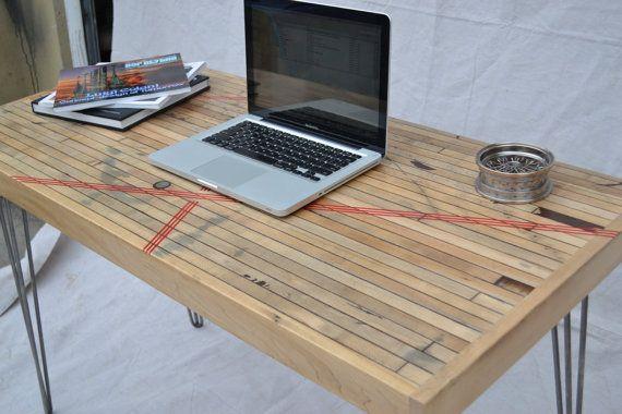 Desk  Reclaimed Maple Boxcar  Red Resin Inlay por WickedBoxcar