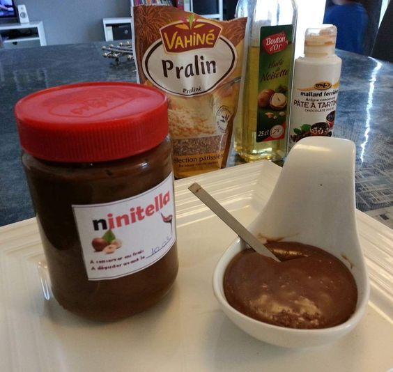 bonjour à tous cela fait un moment que je teste différentes pâtes à tartiner maison (avec beurre,sans beurre,huile.....) mais il me manque toujours le petit plus qui fait que...... Et cette fois je pense avoir trouvé!!! Recette : • 100g de chocolat noir...