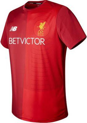 El nuevo camisa de Liverpool pre-partido 2017-2018 baratas presenta un diseño moderno en rojo y blanco.    Viene con una impresión gráfica única en el frente.    La cresta del aniversario de 125 años de Liverpool está impresa y no cosida.