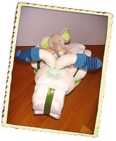 Ein Windeldreirad ist ein tolles Geschenk zu Taufe und Geburt! Hier klicken und kostenlos die Anleitung erhalten: http://www.windeltorten-macher.de/anleitungen/windeldreirad