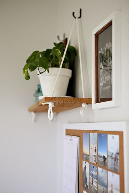 Hanging shelf.Would be good from the ensuite bathroom ceiling because walls are tiled