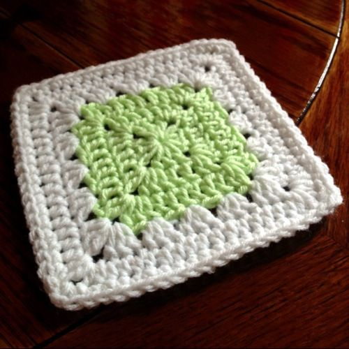 Postage Stamp square, free pattern by Rachele of Cypress Textiles (Baby Love Brand). Plain block with one round of granny clusters for interest.   . . . .   ღTrish W ~ http://www.pinterest.com/trishw/  . . . .    #crochet #square #motif