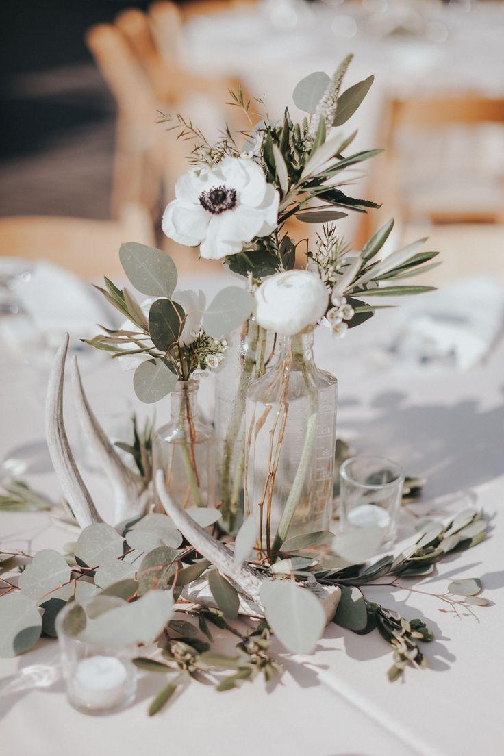 liebe die Einfachheit der Anemonen und Eukalyptus in diesem Arrangement #Hochzeit … – HOCHZEITSDEKO