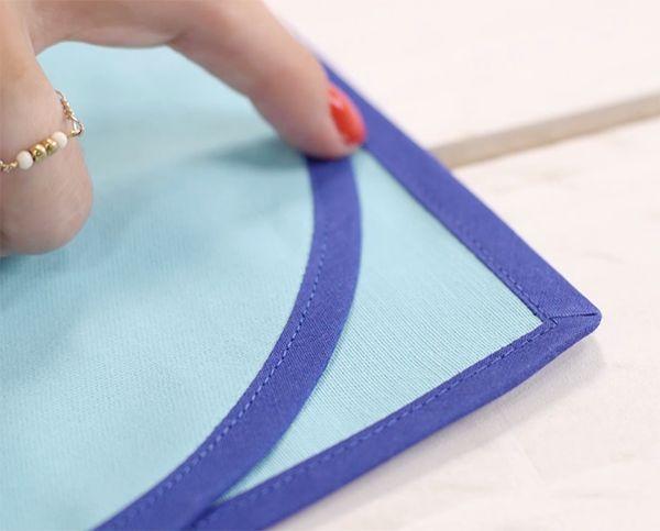 Astuce couture : tuto vidéo pour apprendre à coudre un biais #poser #biais #astuce #couture #tuto #tutoriel #couture #vidéo #aide #diy #doityourself #sewing #mode #déco