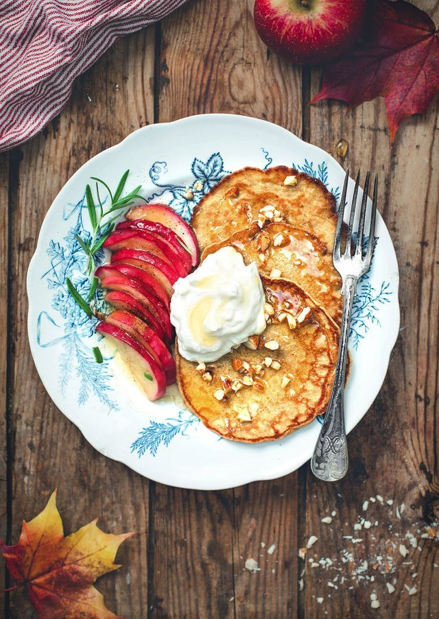 Pannkakor på havremjöl med stekta äpplen!