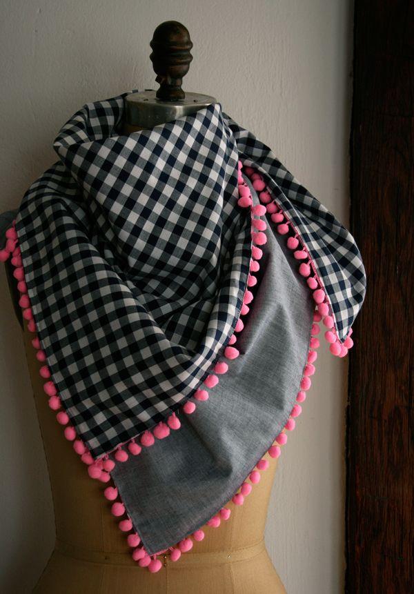 Customizando foulard con borlitas