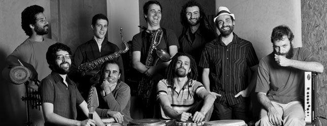 A banda Bixiga70 apresenta-se neste domingo, 6, às 17h, no Centro Cultural Rio Verde, com entrada gratuita. O conjunto nasceu no estúdio Traquitana, localizado no número 70 da Rua Treze de Maio, no tradicional bairro do Bixiga, zona oeste de São Paulo.