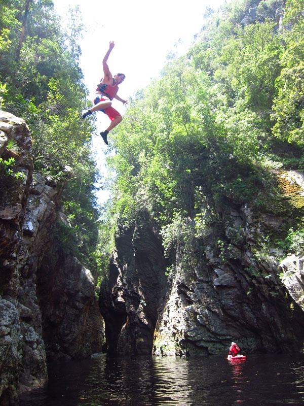 cliff-jumping Untouched Adventures. Blog Plettenberg Bay