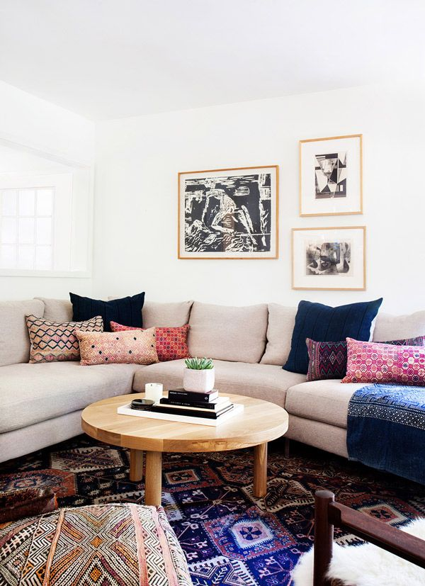 An Amber Interiors Living Room In A California Home With Neutral Taupe  Couch, Eclectic Printed Throw Pillows, Kilim Rugs, And Wooden Accents.