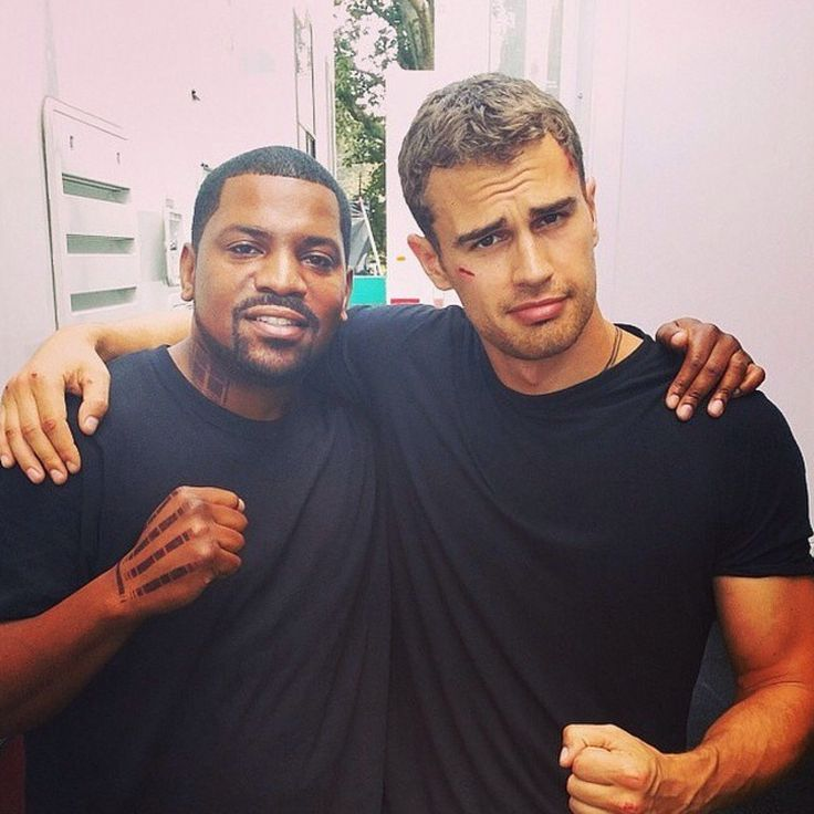 INSURGENT SET~ THE WAY THEO DOES THE EYEBROWS + CREASED FORHEAD IS SO AMAZING I CAN'T SO ADORABLE AND HOT AT THE SAME TIME <3