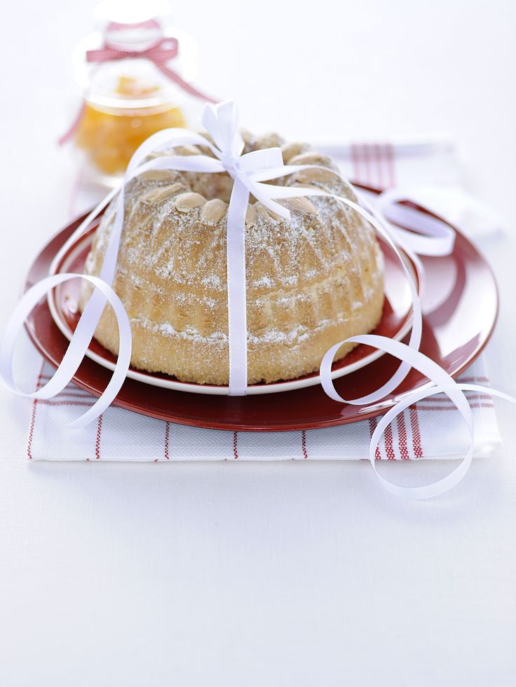 L'impasto perfetto e le mandorle croccanti rendono questo dolce una vera delizia: scopri la ciambella alla cannella con le mandorle grazie a Sale&Pepe.