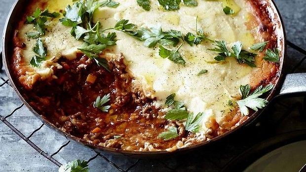Pete Evans' shepherd's pie with cauliflower mash (Add grana or aged parmesan + white pepper to cauliflower mash...!)