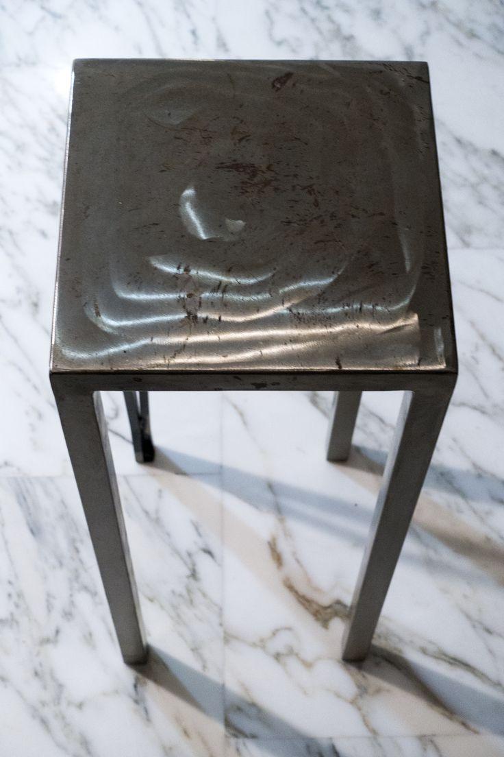 Dante tavolino/sgabello in ferro spazzolato e lucidato.