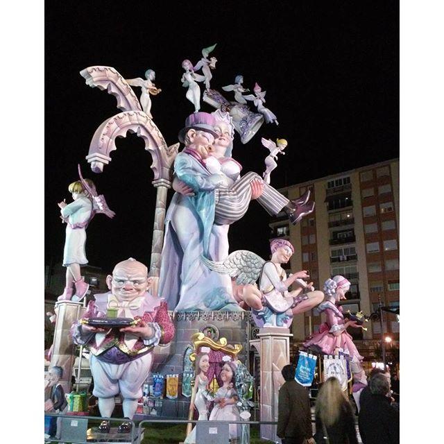 Ayyyy qué poquito queda para Fallas! Recuperamos esta foto del año pasado y  en nuestro #blog os dejamos un poquito de información para que no os perdais nada de las Fallas de Gandia.  #fallas #falles #fallesgandia #polvora #mascleta #crema #falleras #sanjose #virgendelosdesamparados #masclet #flores #ofrenda #musica #tradicion #Valencia #Gandia #fallesunesco #nuevopost #post #blog