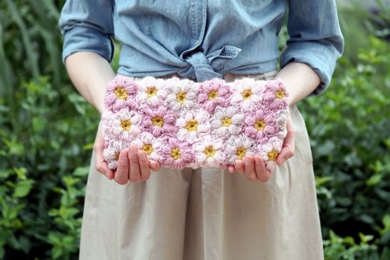 Crochet Flower Power Clutch by Erica // Caught On A Whim | Project | Crochet / Accessories | Bags & Purses | Kollabora #diy #kollabora #clutch #crochet #flowers