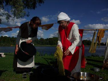 Hämeen keskiaikamarkkinat - Häme Medieval Faire 2007, Langan värjäys - Yarn Dyeing, © Timo Martola