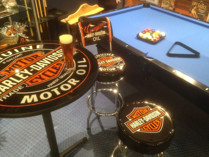 Sit, relax at the pub table or play a game in your own Harley Davidson corner of your man cave - Find items like this and more at Palason.Ca