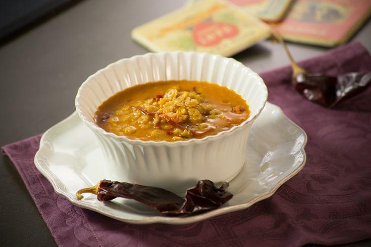 ¿Sopa aguada otra vez? No te preocupes y agrégale un toque único añadiéndole chorizo y una pizca de picor con el chile guajillo de esta receta.
