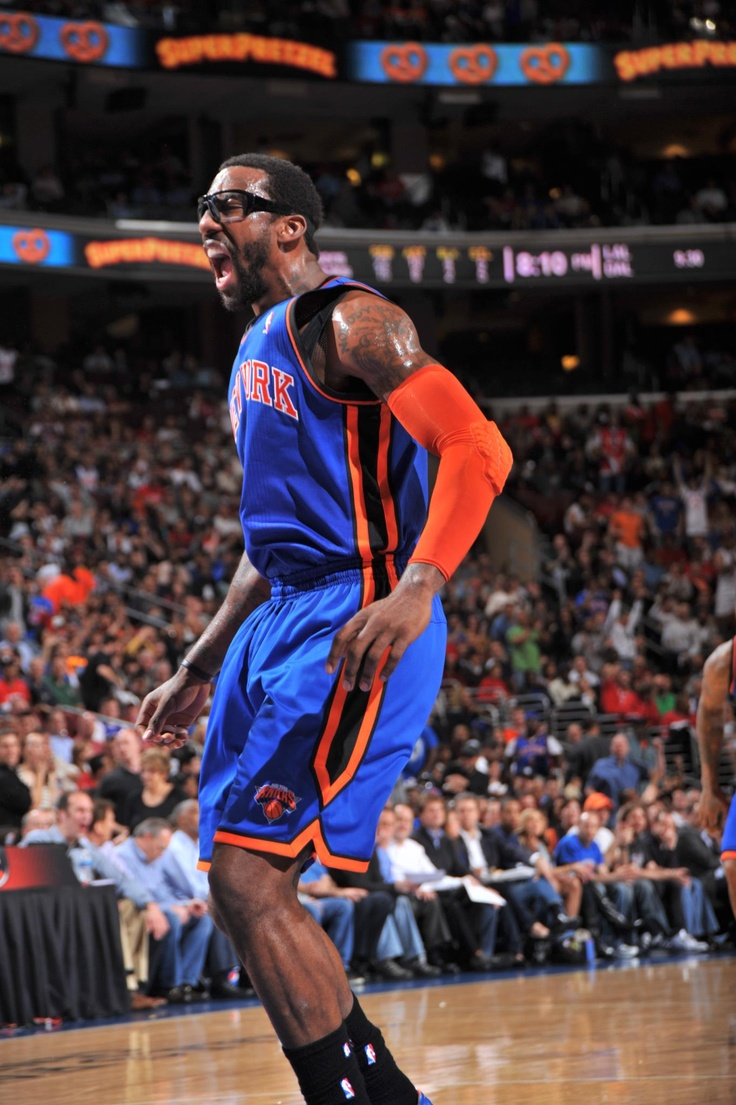 Knicks win 5th straight, beating Sixers 82-79! Amar'e Stoudemire led the team with 21 points, 9 rebounds. (3.21.2012)