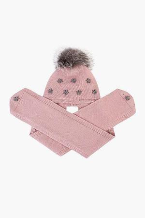 Шапка-шарф для девочки 29515-825 розовый Noble People  — 1199р.  <h2>Шапка-шарф для девочки 29515-825 розовый Noble People - описание</h2><br><br>Шапка – шарф от Noble People с помпоном из натурального меха песца, ободок из провязанной резинки, основная часть декорирована цветочками и стразами, шарф широкий двойной, на хлопковой подкладке с утеплителем. Легкий и забавный образ от Noble People непременно порадует Вашу принцессу.<br> Шапка из качественной пряжи (вискоза – 35%, шерсть – 30%…