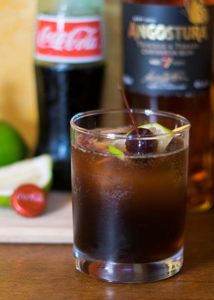 The Old Fashioned Cuba Libre mixes up the best parts of the Cuba Libre and a traditional old fashioned to create a completely #new #cocktail. #recipes #cocktails #rum #coke #drinks