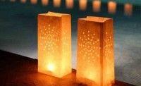 Lámparas hechas con bolsas de papel.
