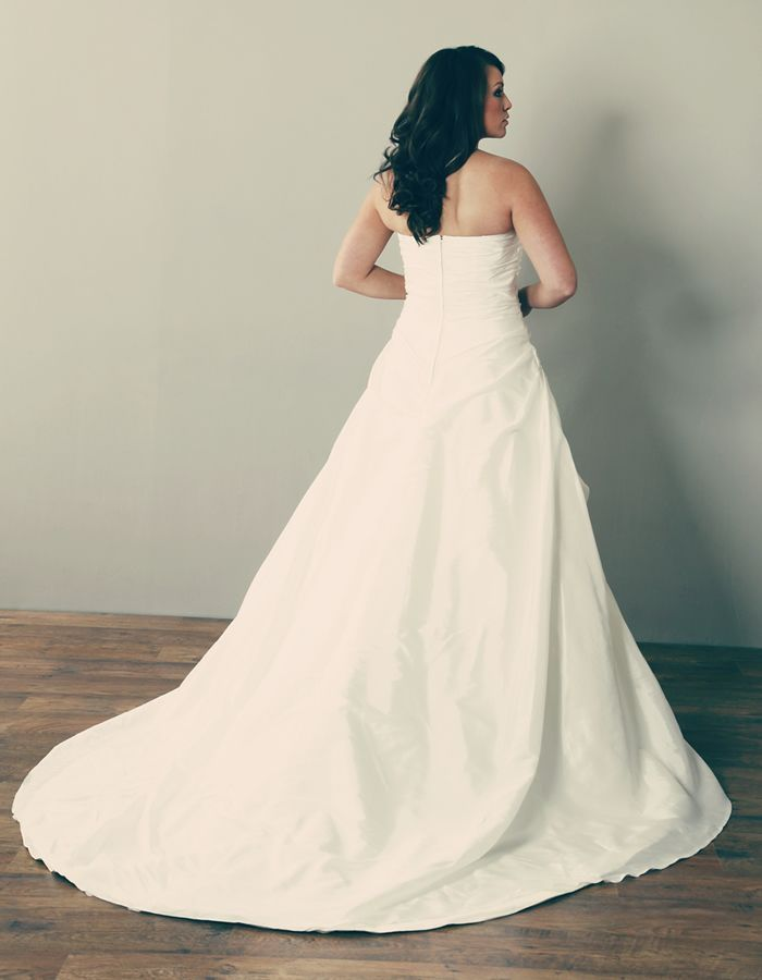 Plus Size Wedding Dresses West Midlands : Plus size wedding classic style definitions bodice gowns