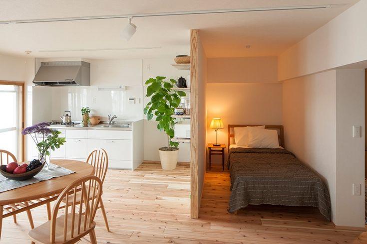 ベッドルーム事例:ベッドスペース(老後の暮らしを見据え、ゆとりと動きやすさを兼ね備えたシンプル&フラットなひろびろワンルーム)