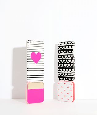 Ban.do Back Me Up Mobile Charger - Supercute Hearts lifestyle