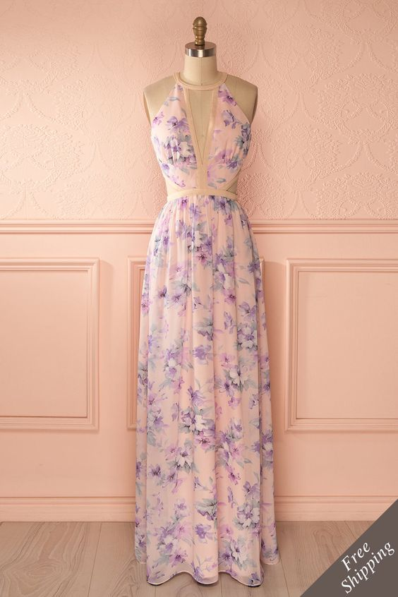 Si chaque saison était une femme, l'Été se vêtirait de voiles fleuris. If every season was a woman, Summer would dress in flowery veils. Pastel purple floral print maxi cut-outs dress www.1861.ca