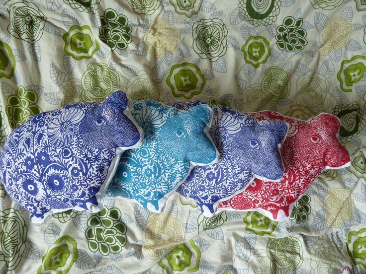 nadiiaonyshchenko#nadiyaonyshchenko#linocut#textile#handmadetextile#arttextile#art#gift#present#lovlypresent#thebestpresent#colorlinocut#homedesign#unusualtingsforhome#design#sheepl#toys#ukrainesheep#sheeppillow#