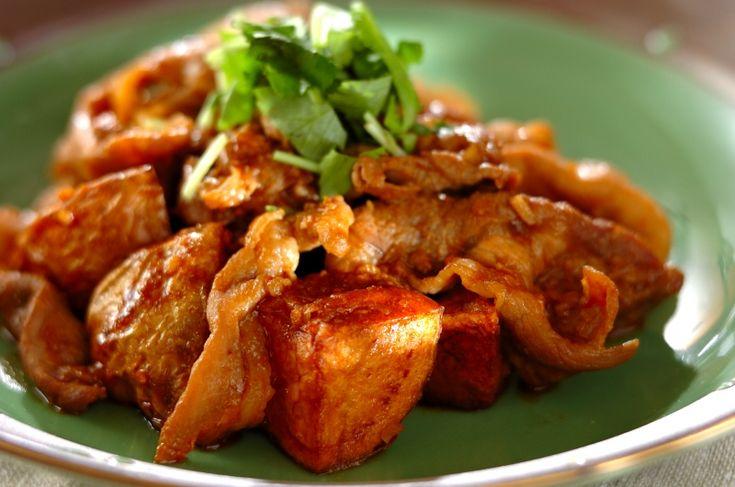 みずみずしい新ジャガイモに、濃厚な調味料がよく合います。新ジャガと豚肉の中華炒め[中華/炒めもの]2017.03.20公開のレシピです。
